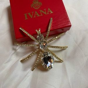 Jewelry - Large beautiful spider brooch